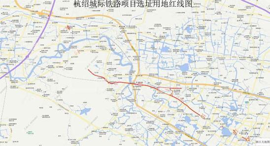 城市的规划设计与人们的生活息息相关,它的变化总是能给人们的生活带来变化,因此有关它的消息总是让人们备受关注。2014年,浙江省都市圈城际铁路建设规划已获国家发展改革委批复。在获批的11条城际铁路中,杭州地区有4条线,分别为杭州至海宁、杭州至临安、杭州至富阳、杭州至绍兴等线路,均为杭州城区外围接入杭州轨道线。 杭富、杭海和杭临3条城际铁路的进展,在上个月和本月初都有消息,记者也曾有过报道。今天,想来和大家讲讲杭绍城际铁路。 昨天,省住房和城乡建设厅网站的信息公开栏中发布了一个批前公示,提到杭绍城际铁路工程的